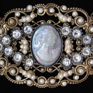 Jewelry - Hand crafted Victorian replica cameo necklace